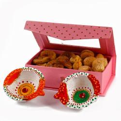 Diwali Bandhani Earthen Diya with Designer Box of Dry Anjeer and Dry Apricot